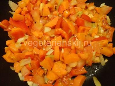 Тушеная морковь для веганского рататуя