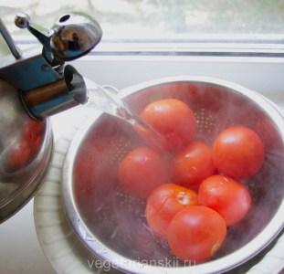 ошпариваем помидоры
