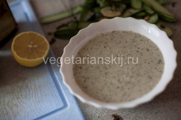 Огуречный суп с лимоном и мятой