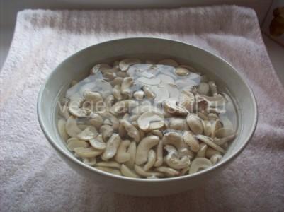замачиваем орехи