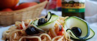 Вегетарианская паста (веганская) — макароны с кабачками и помидорами